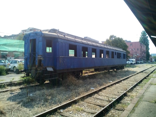 An old railway carriage with a glorious past (or not)…..